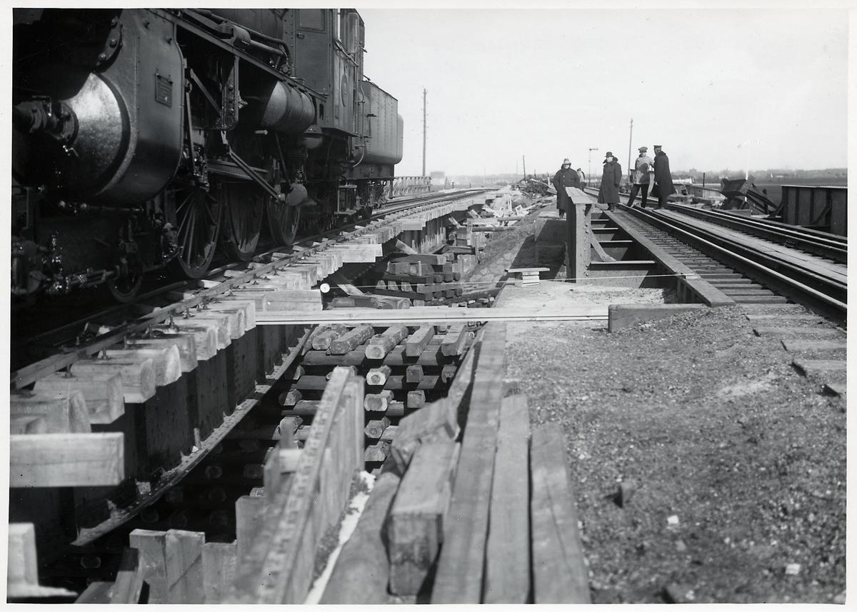 Provbelastning av provisorisk viadukt under ombyggnation av viadukten över Malmö Ystads Järnväg, på sträckan mellan Malmö och Trelleborg.