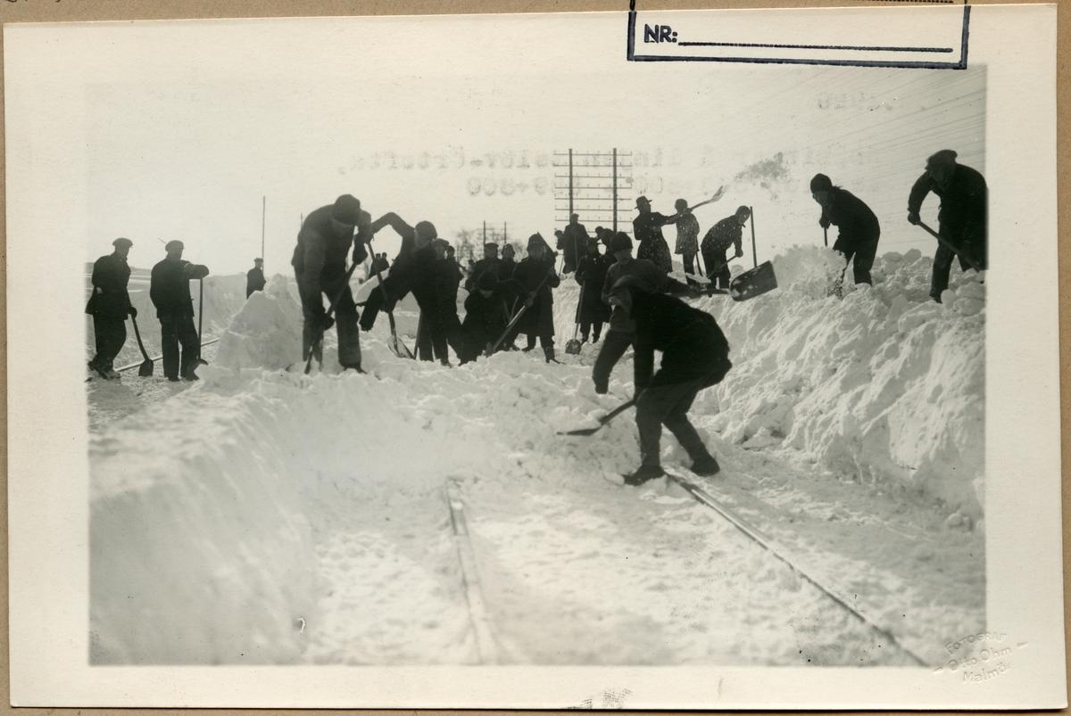 Linjen mellan Eslöv och Örtofta. Snöröjning på grund av snöhinder på järnvägen.