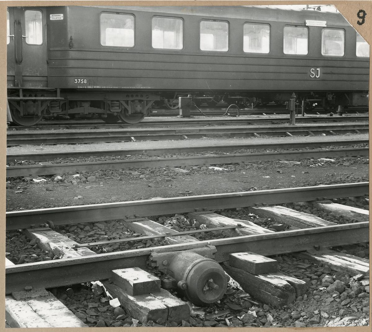 Flänssmörjapparat modell C4. Statens Järnvägar, SJ Co6-L 3758 i bakgrunden.