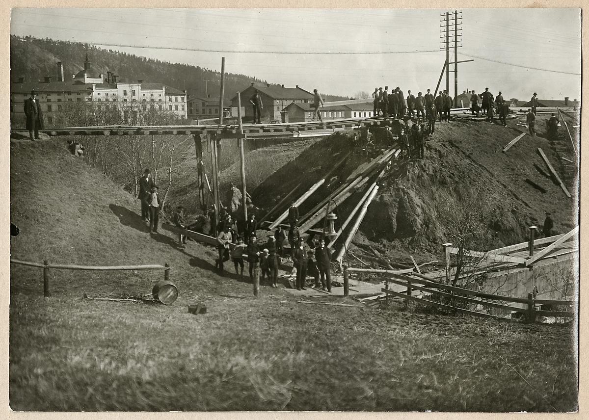 Arbete med ny järnvägsbro efter raset vid Sidsjöbäcken, Sundsvall.