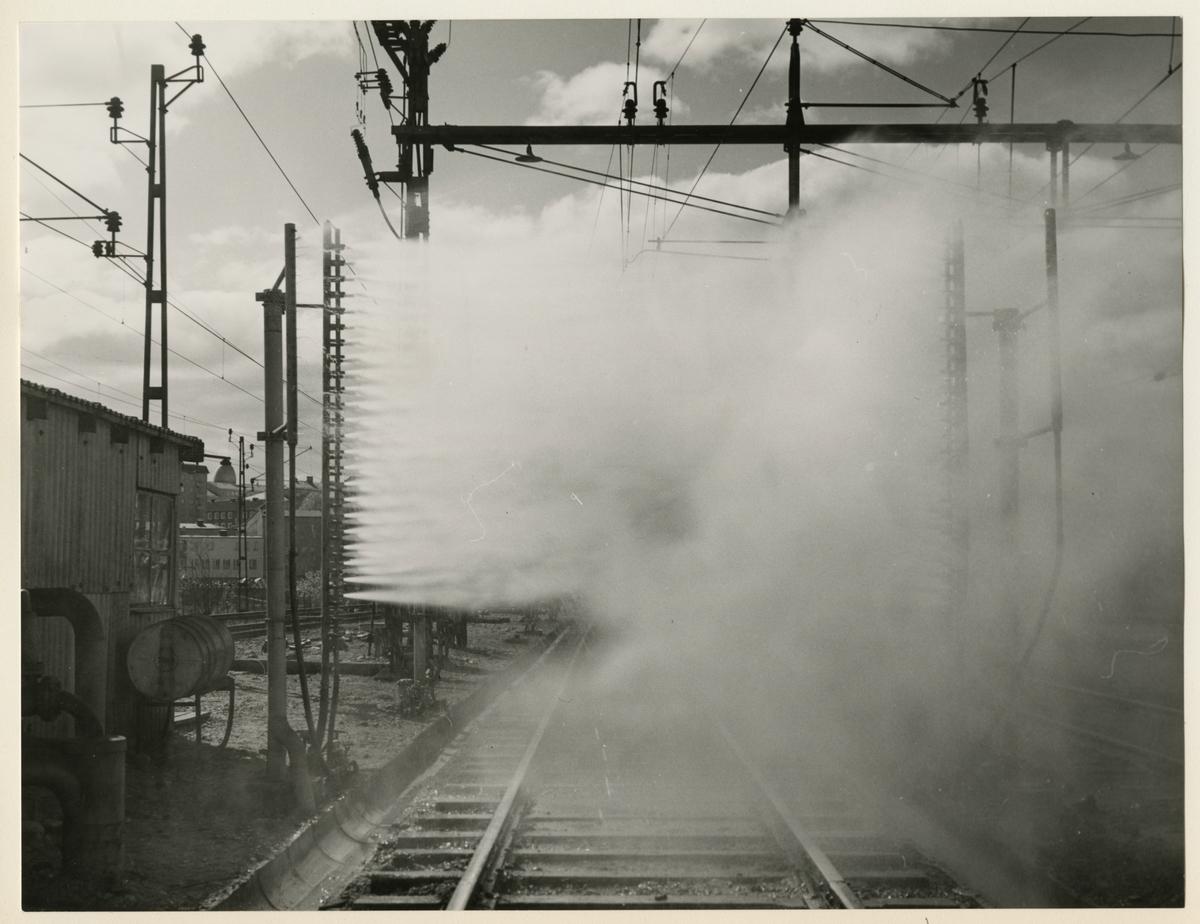 Gamla tvättanläggningen vid Hagalund vagnstation. Tvättanläggningen revs 1964 och ersattes av en ny.