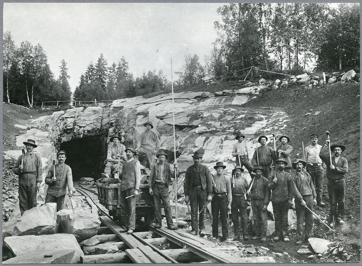 Banarbetare vid tunnel