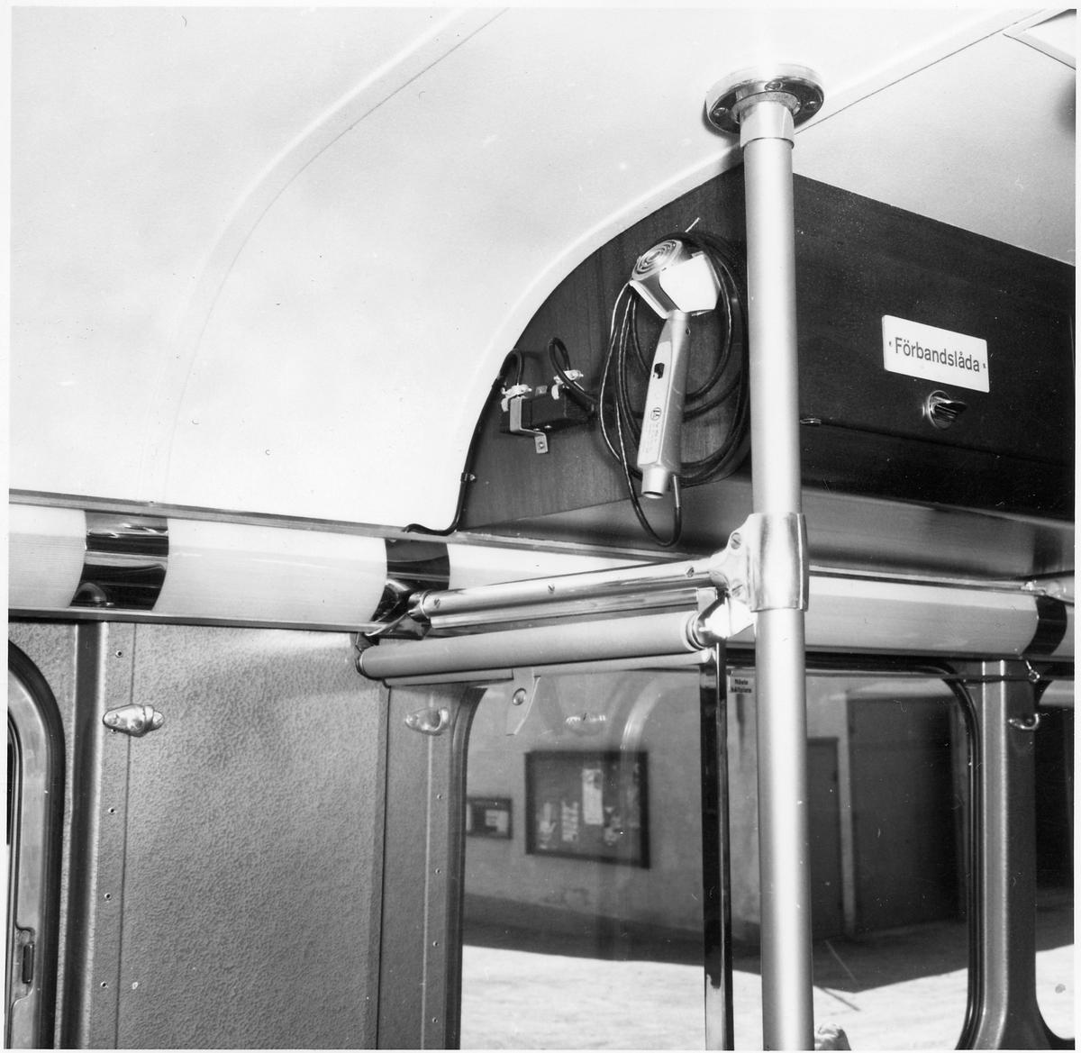 Interiör från en buss. Mikrofon för högtalarsystem.