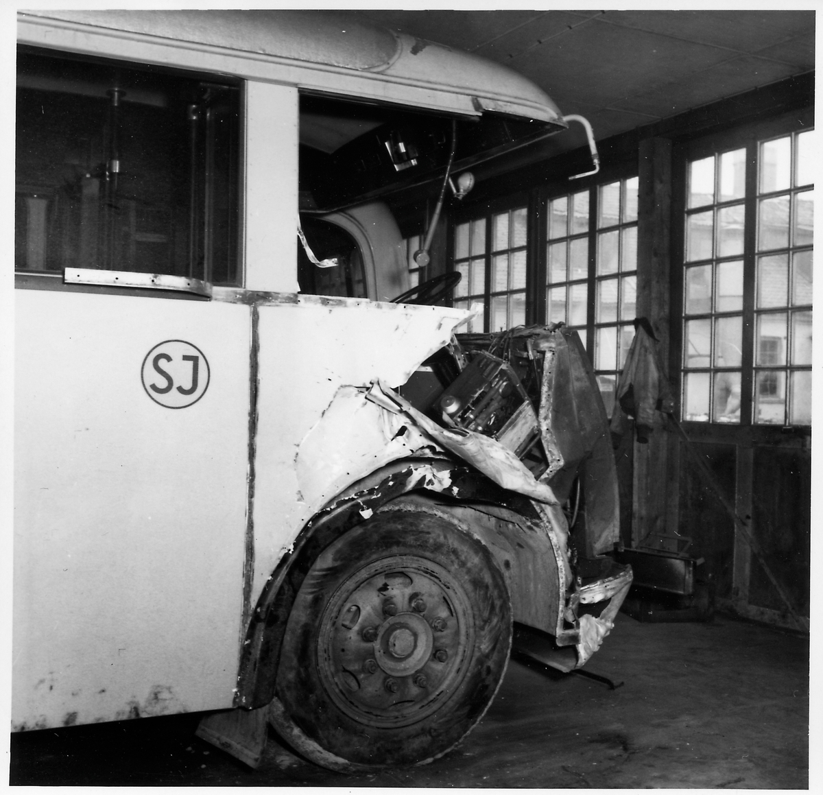 Krockskadad buss, Statens Järnvägars, SJ buss 850.