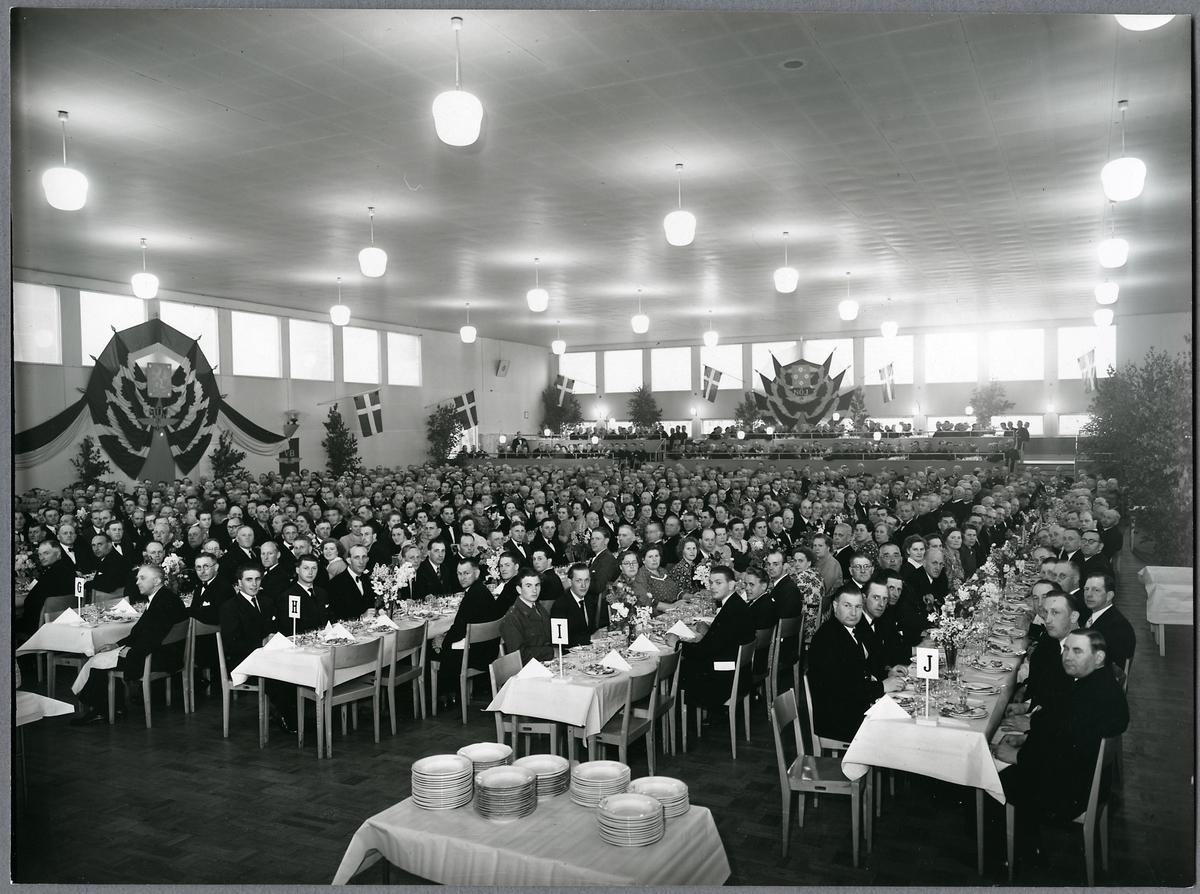 Middag på Folkborgen.