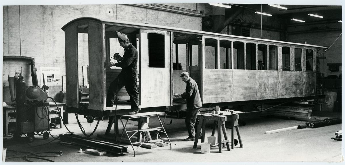 Upprustning av äldre järnvägsvagnar av Trafikaktiebolaget Grängesberg–Oxelösunds Järnvägar, TGOJ.