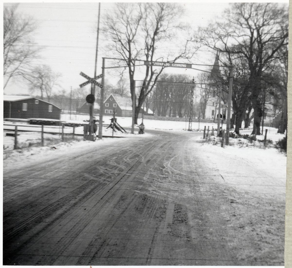 Järnvägsövergång vid östra delen av bangården vid Kvidinge station, på sträckan mellan Klippan och Kvidinge.