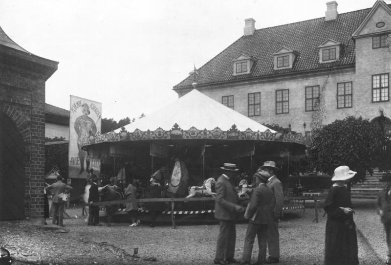Markedsdager på Torget foran Byavdelingen i 1922.