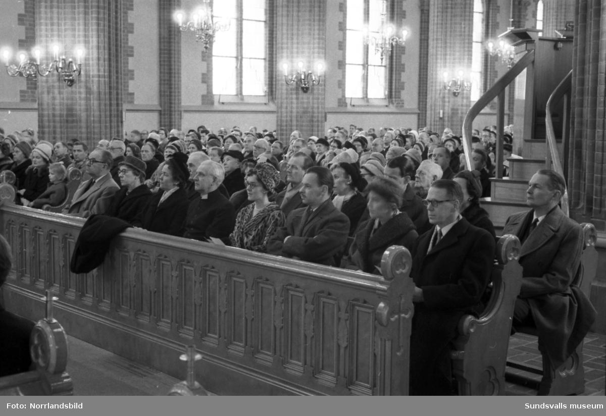 SCA-kören sjunger i GA-kyrkan då avgående direktör Axel Enström avtackas.