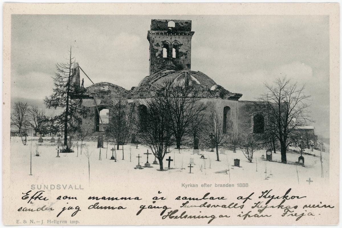 Den nedbrunna kyrkan Lovisa Ulrika från 1753 med kyrkogården i förgrunden. Brevkort.