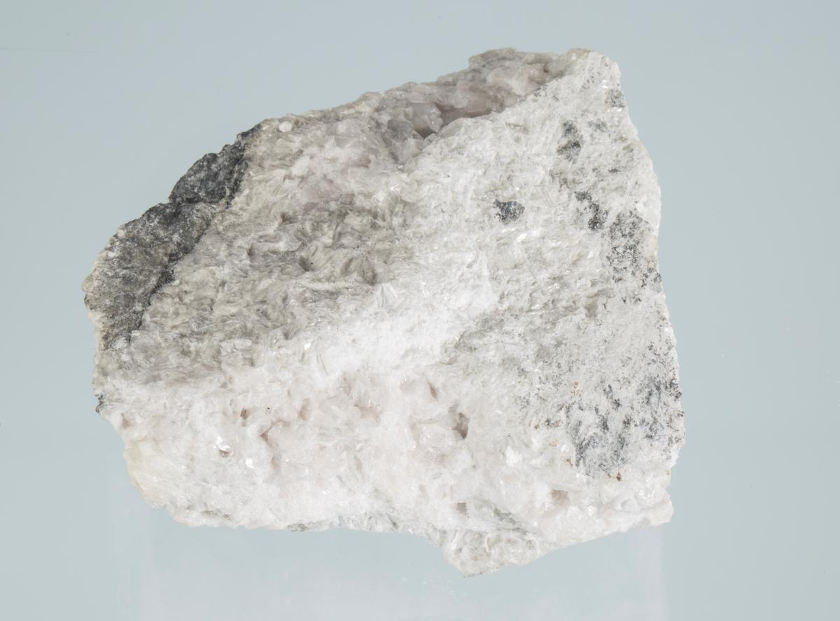 Med mikro-heulanditt-Ca, Fiskeløs Vekt: 359,25 g Størrelse: 10 x 7 x 3,5 cm