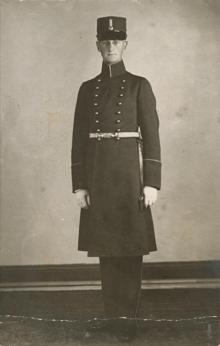 """Bildtext: """"Allan Hasselrot som kadett 1917."""""""