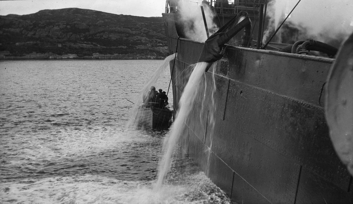 Lensearbeid, skipet tømmes for vann.