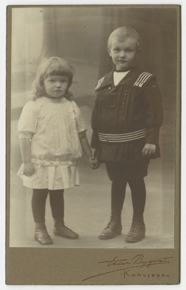 Porträtt av okända barn.