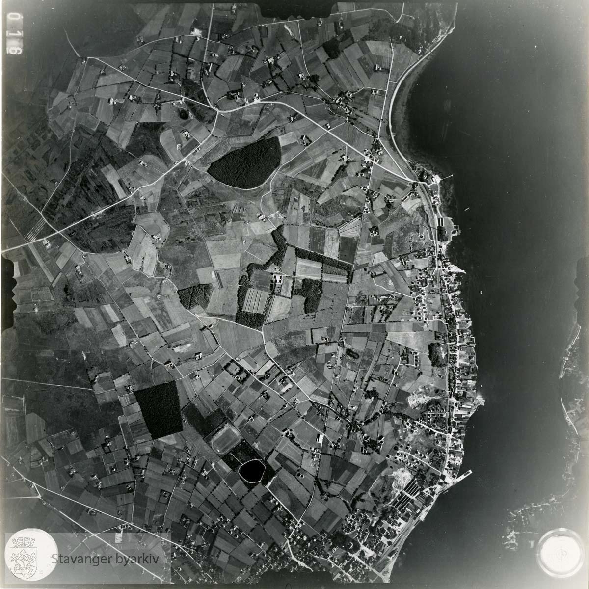Jfr. kart/fotoplan F16/72..Trones med Gisketjernet og Sandnes stadion, Varatun, Lura...Se ByStW_Uca_002 (kan lastes ned under fanen for kart på Stavangerbilder)