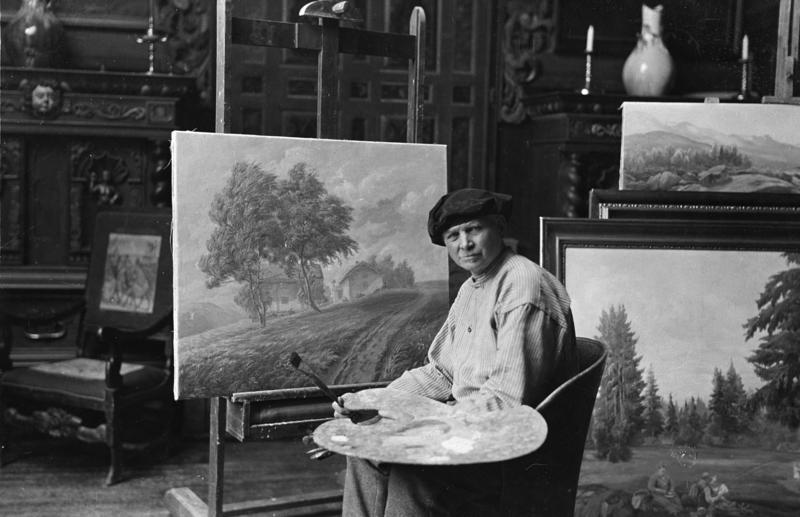 Otto Valstad i atelieret sitt på Hvalstad. (Foto/Photo)