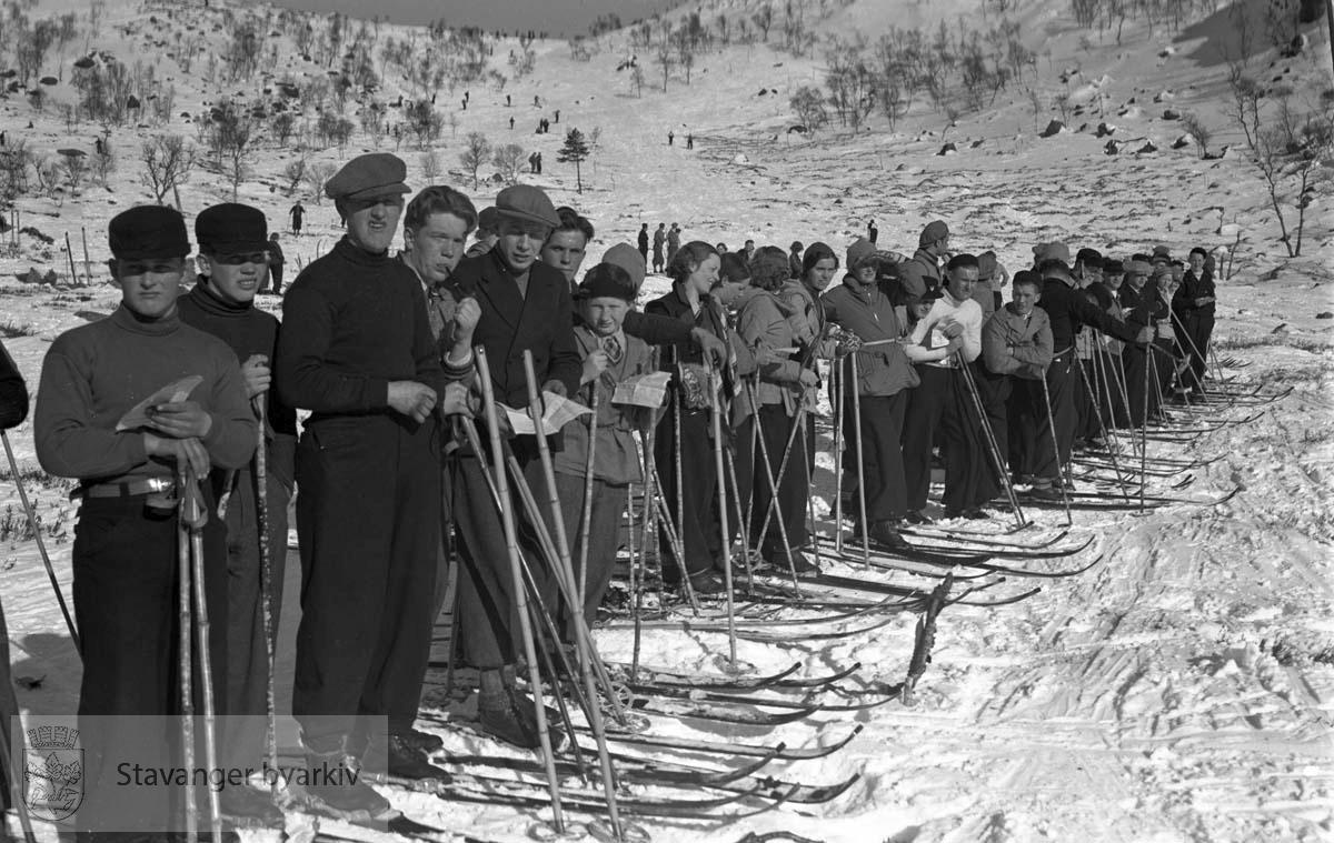 Skiforeningens stafettrenn i Madlandsheia søndag 7. mars 1937