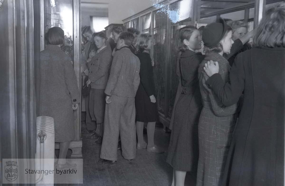 Kongsgård skole besøker Stavanger Museum i mai 1939