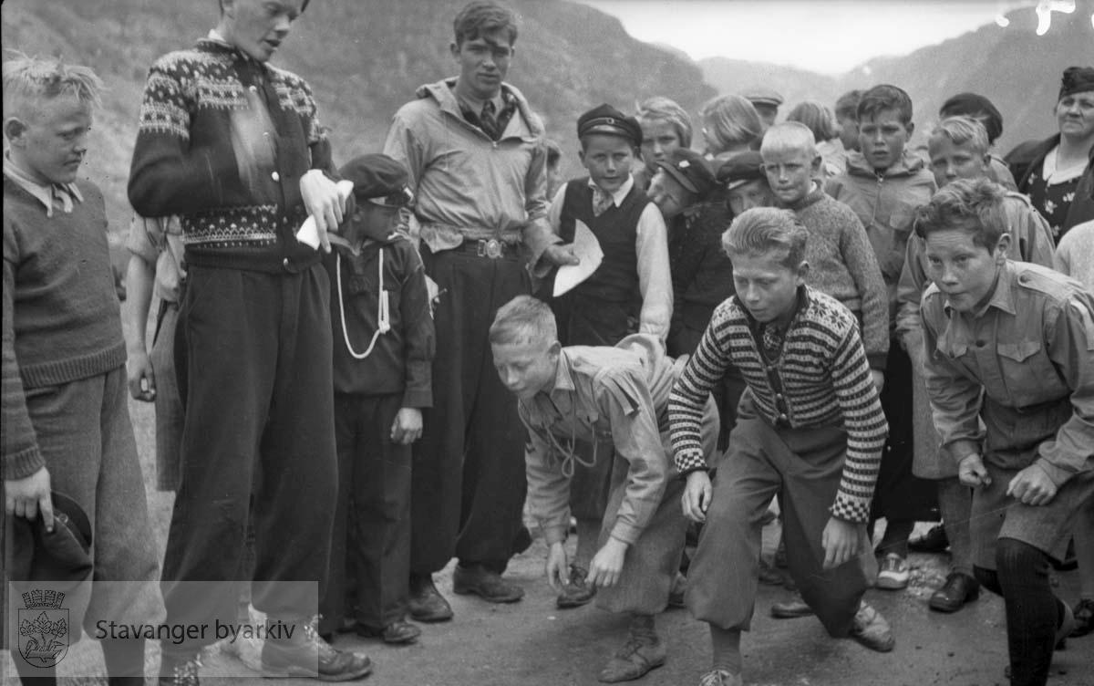 Metodistkirkens søndagsskole sin tur til Frafjord .Barn i lek