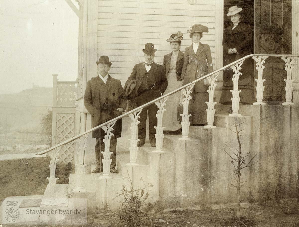 Gruppebilde på trappen i Munkehagen