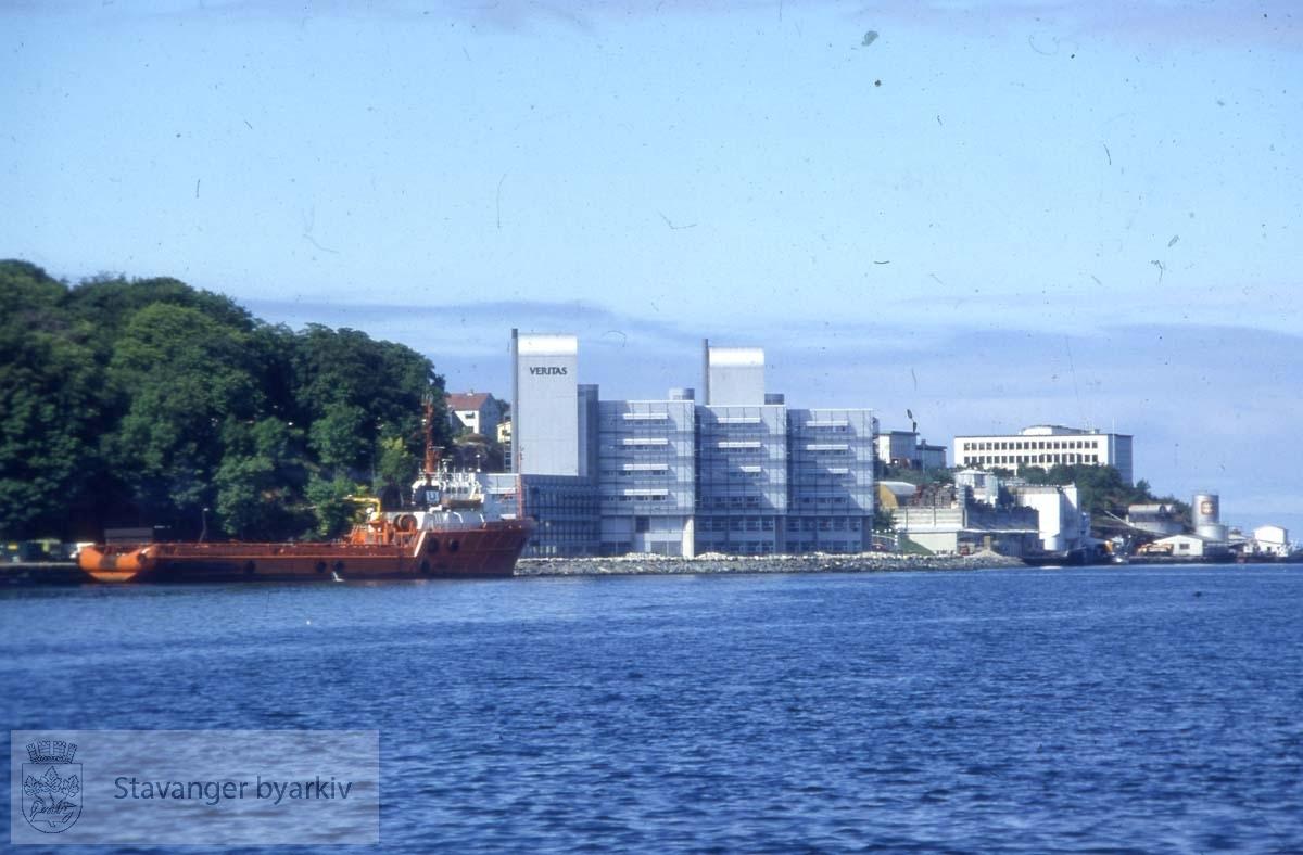 Helt i bakgrunnen: Sjøfartsskolen / Stavanger Offshore Tekniske skole, Kalhammaren.