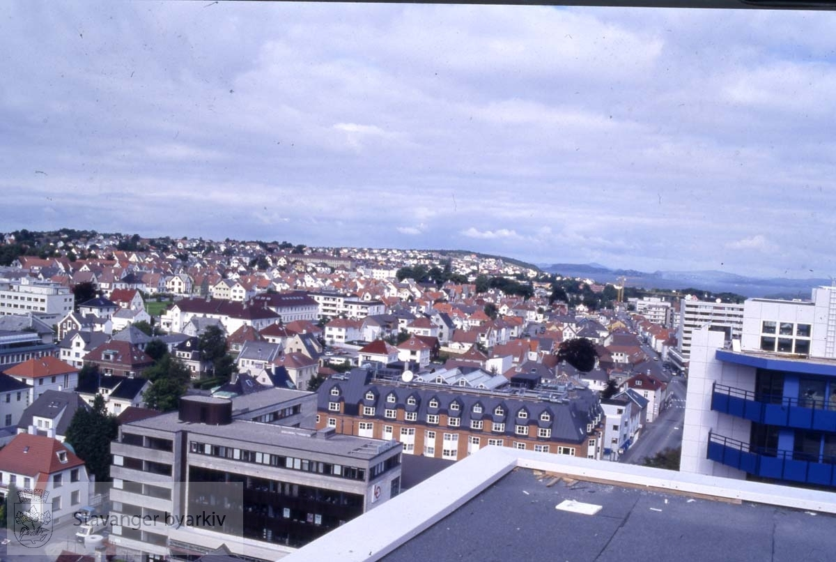 Mot Eiganes..Folkets hus og Radisson Blu Royal hotel midt i bildet.