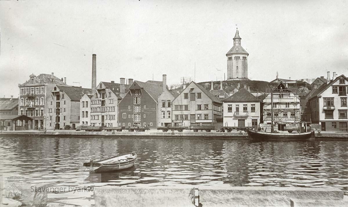 Valbergtårnet med omgivelser..Bygningene vi ser er fra venstre: Litt av Skagen 40; deretter Skagen 38, 36, 34, 32, 30, 28, 26 og 24