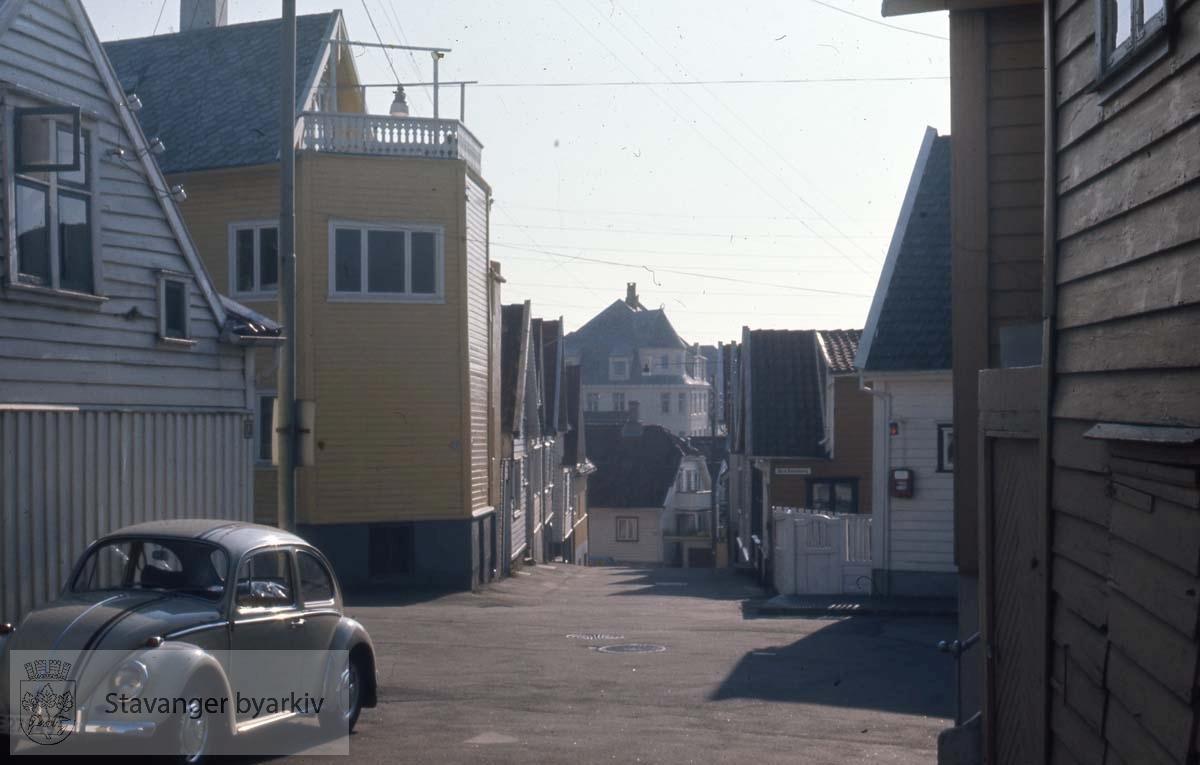 Kryss Risbakken/ Store Skippergate. Til høyre Øvre Blåsenborg. Videre Tårngata, Langgata, Hetlandsgata, Øvre Dalgate...Folkevogn / boble til venstre