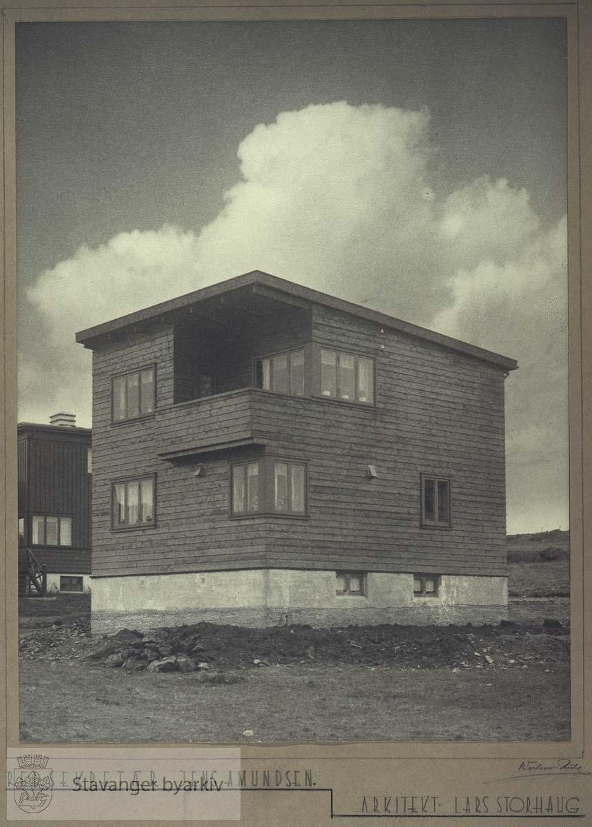 Eier Jens Amundsen...Amundsen står oppført med denne adressen i alle adressebøker, men huset som står der i dag er svært annerledes.