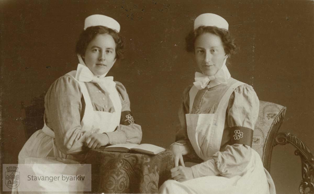 Sigrid Pedersen (født Linjordet) til venstre.