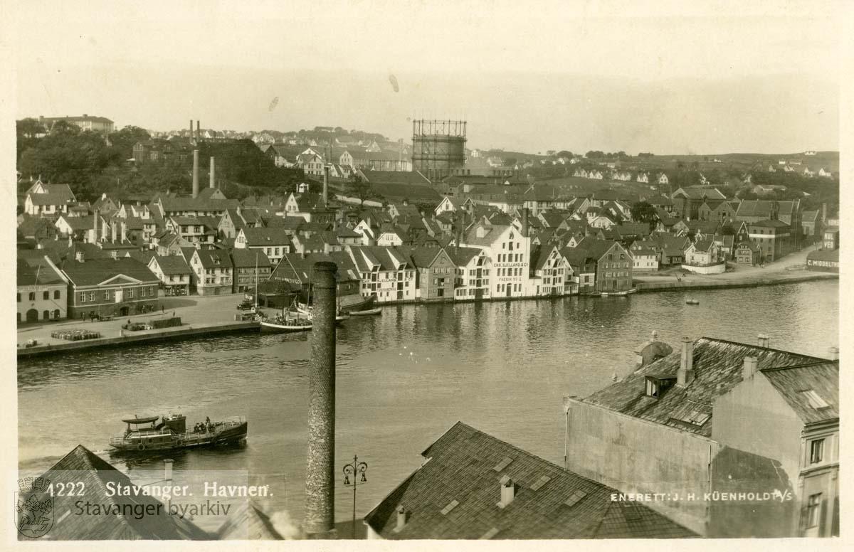 Havnen mot Strandkaien.Gassverket i bakgrunnen.