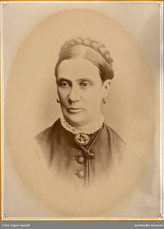 """Porträtt av Catharina """"Carin"""" Maria Sundberg og Gröndahl gift med grosshandlare August Sundberg, föräldrar till författarinnan Maria Rieck-Müller."""