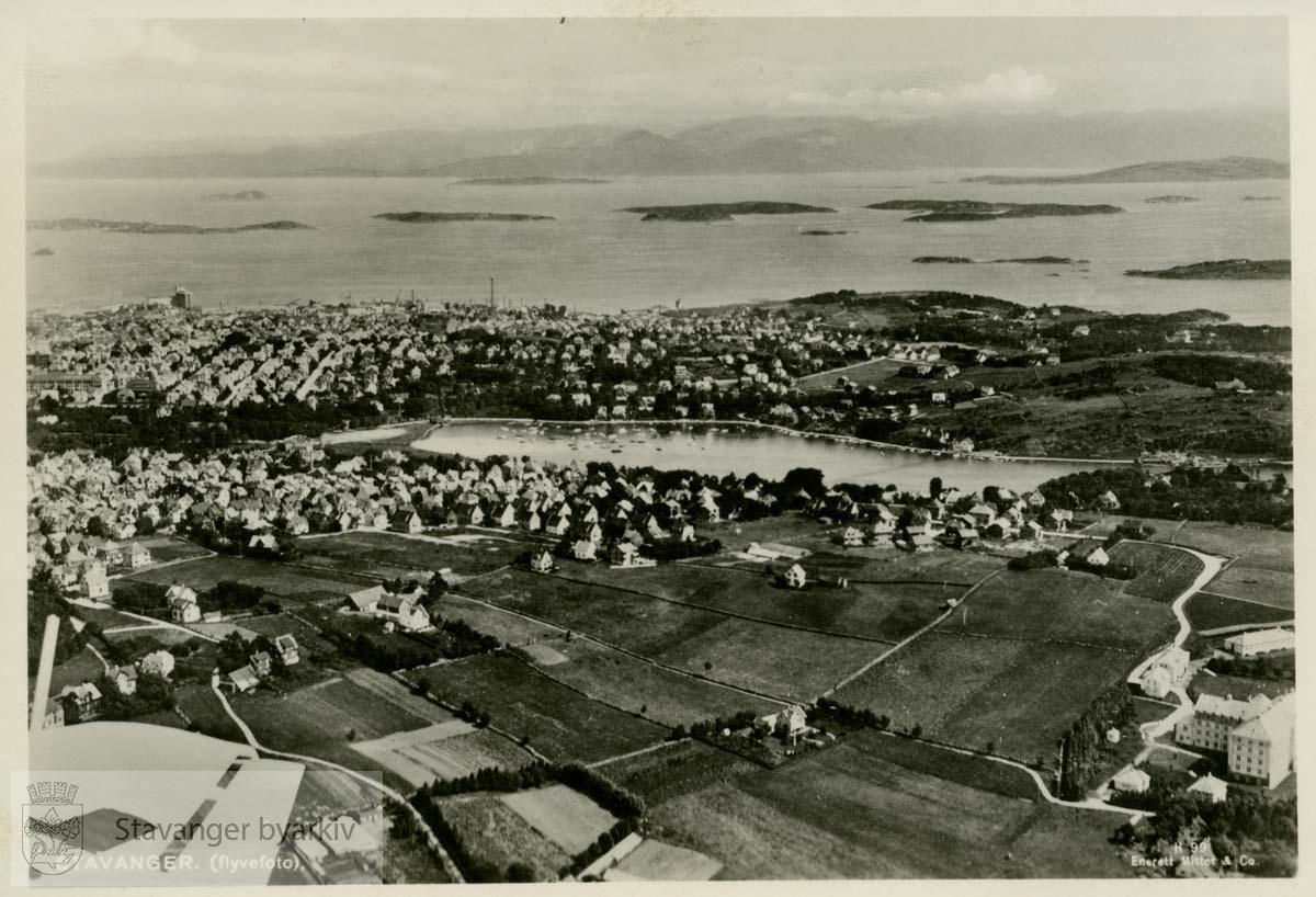 Hillevågsvannet, Rogaland sykehus, Ryfylke i bakgrunnen