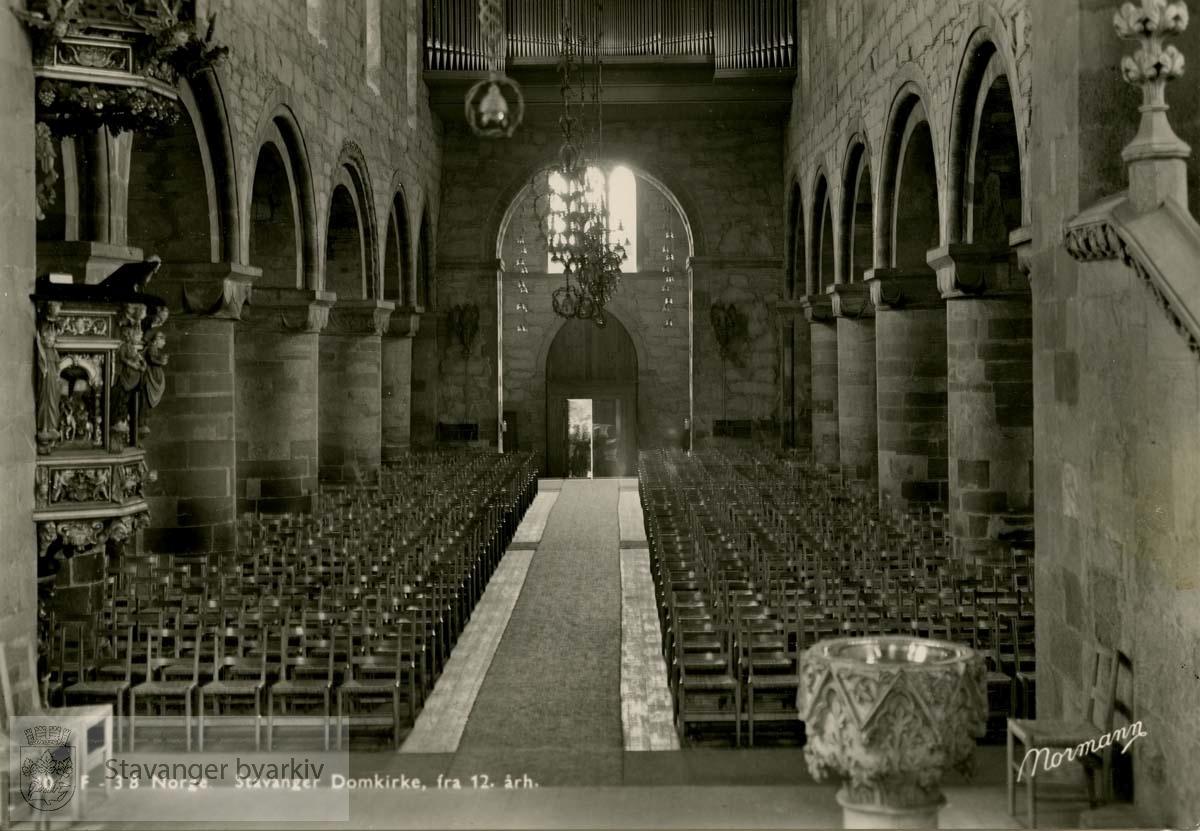 Domkirken, langskipet fra koret.