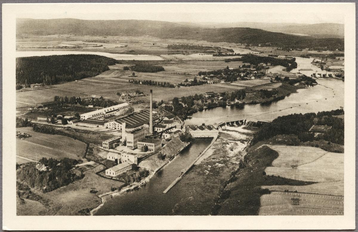 Flygfoto över Kvarnsvedens Pappersbruk.