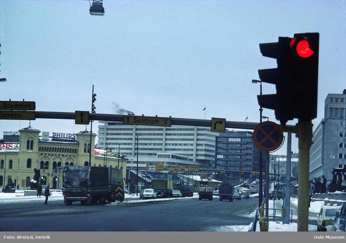 plass, gate, biler, trafikklys, Vestbanestasjonen, kontorbygninger