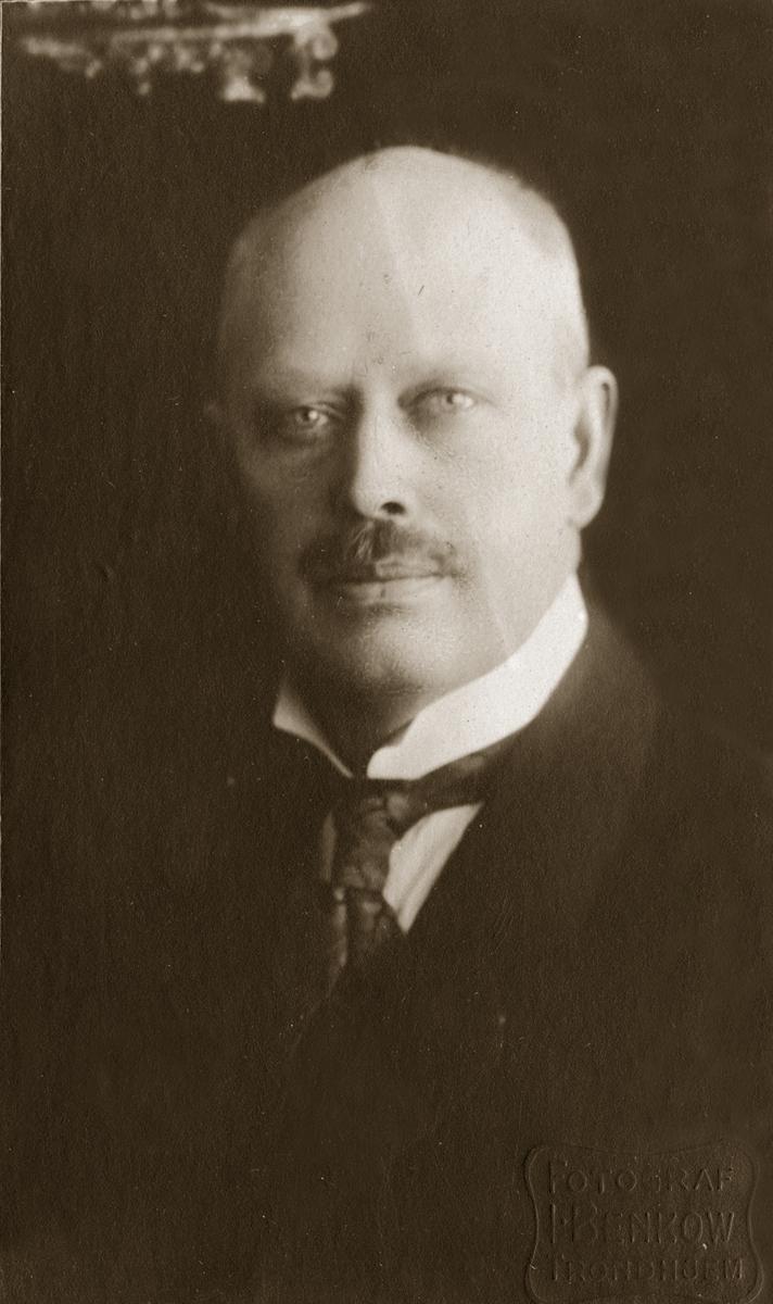 Fotografier av Christian Anker Bachke. a fra 1888, b fra 1916, c ca 1920