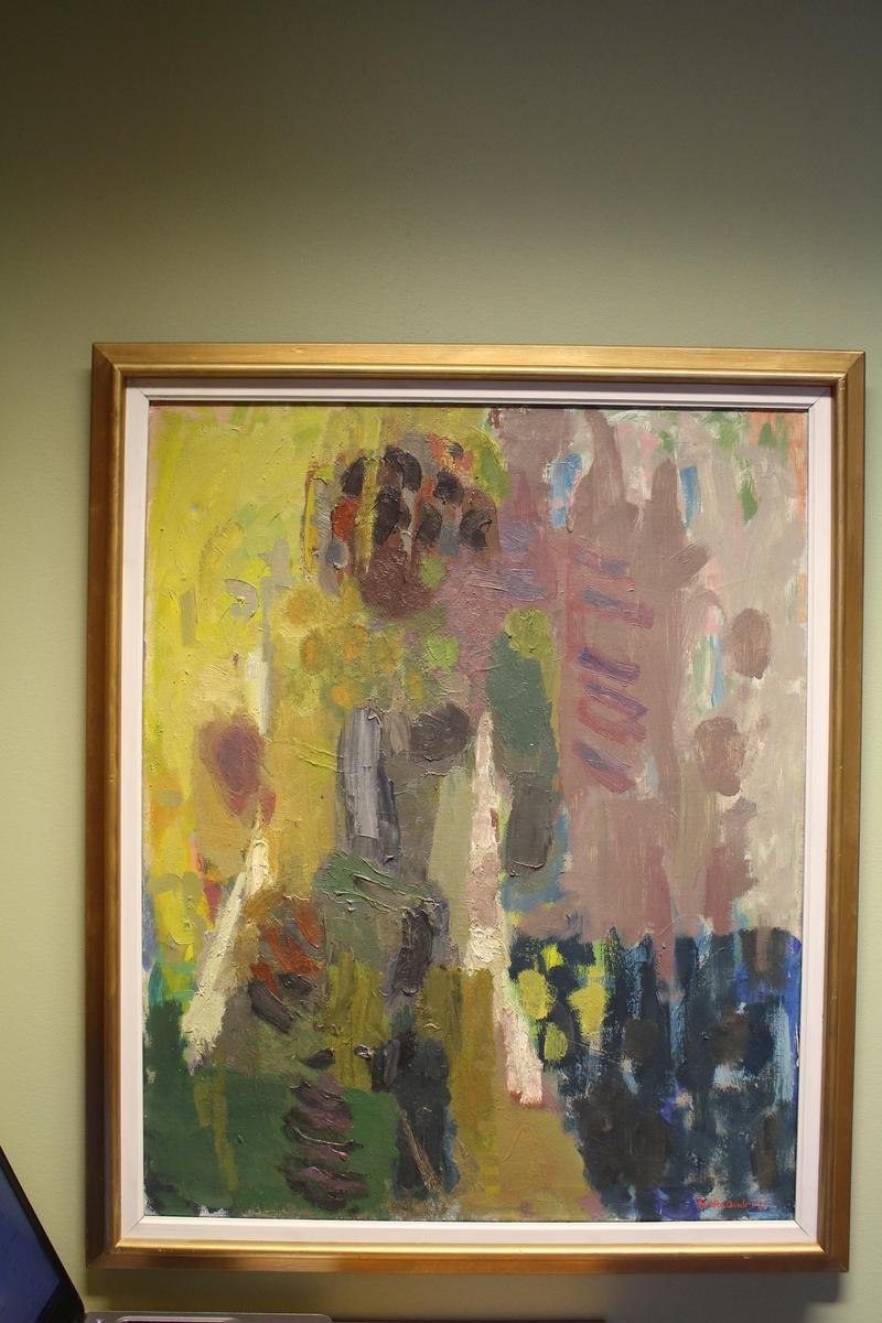 Halvabstrakt motiv i gule og rosa toner. Menneskeform til venstre i motivet.
