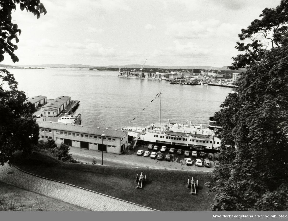 Oslo: Havna. Stemningsbilde. Juni 1983