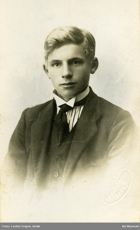 Portrettfoto av ung mann, ukjent