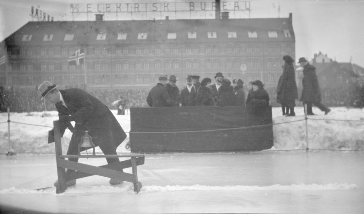 Antatt VM på skøyter 1922 på Frogner stadion.