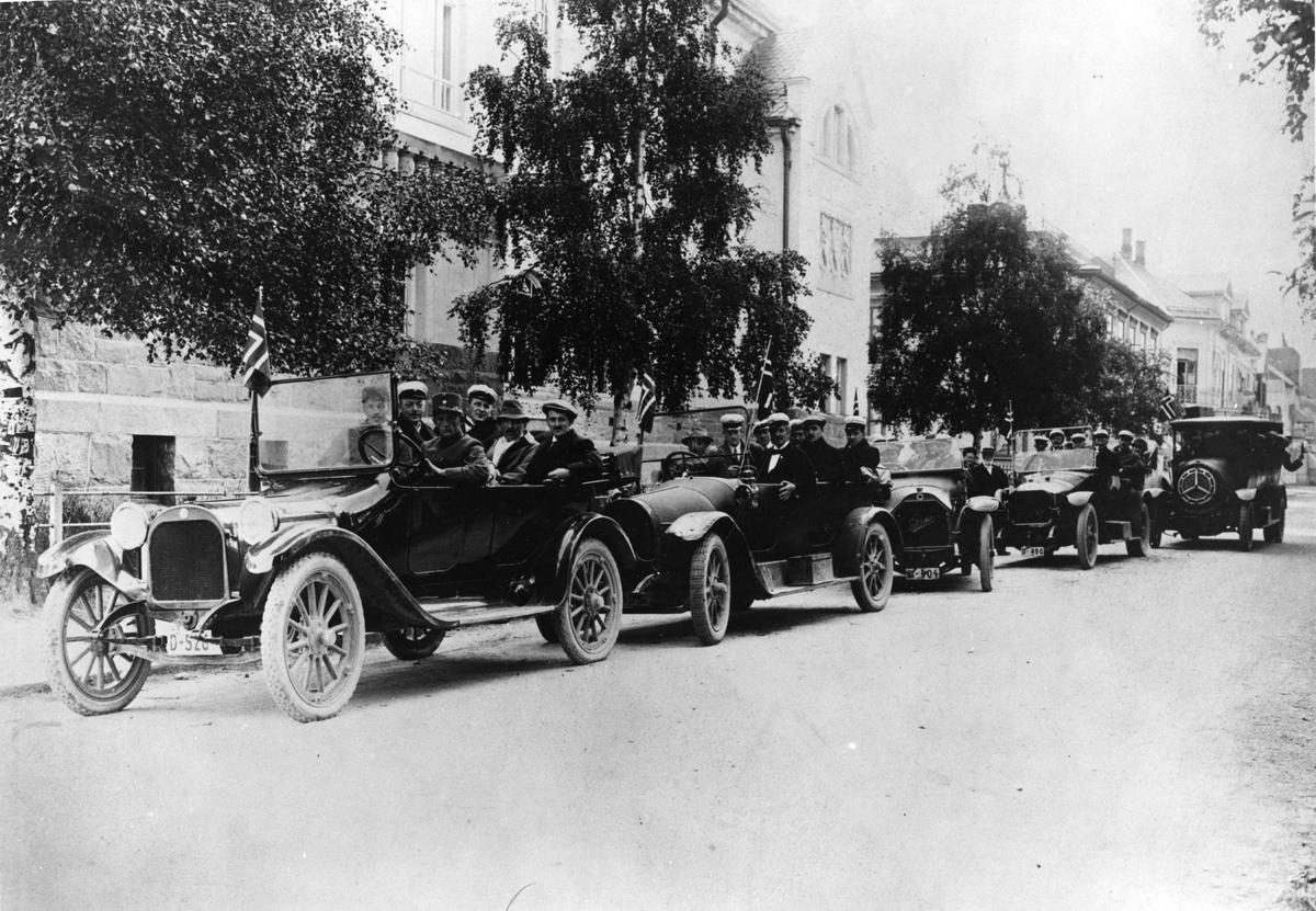 Bilkortesjen utenfor Elvarheim 1925,
