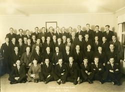 Gruppfoto av medlemmarna i Arboga Mekaniska Verkstadsklubb 1