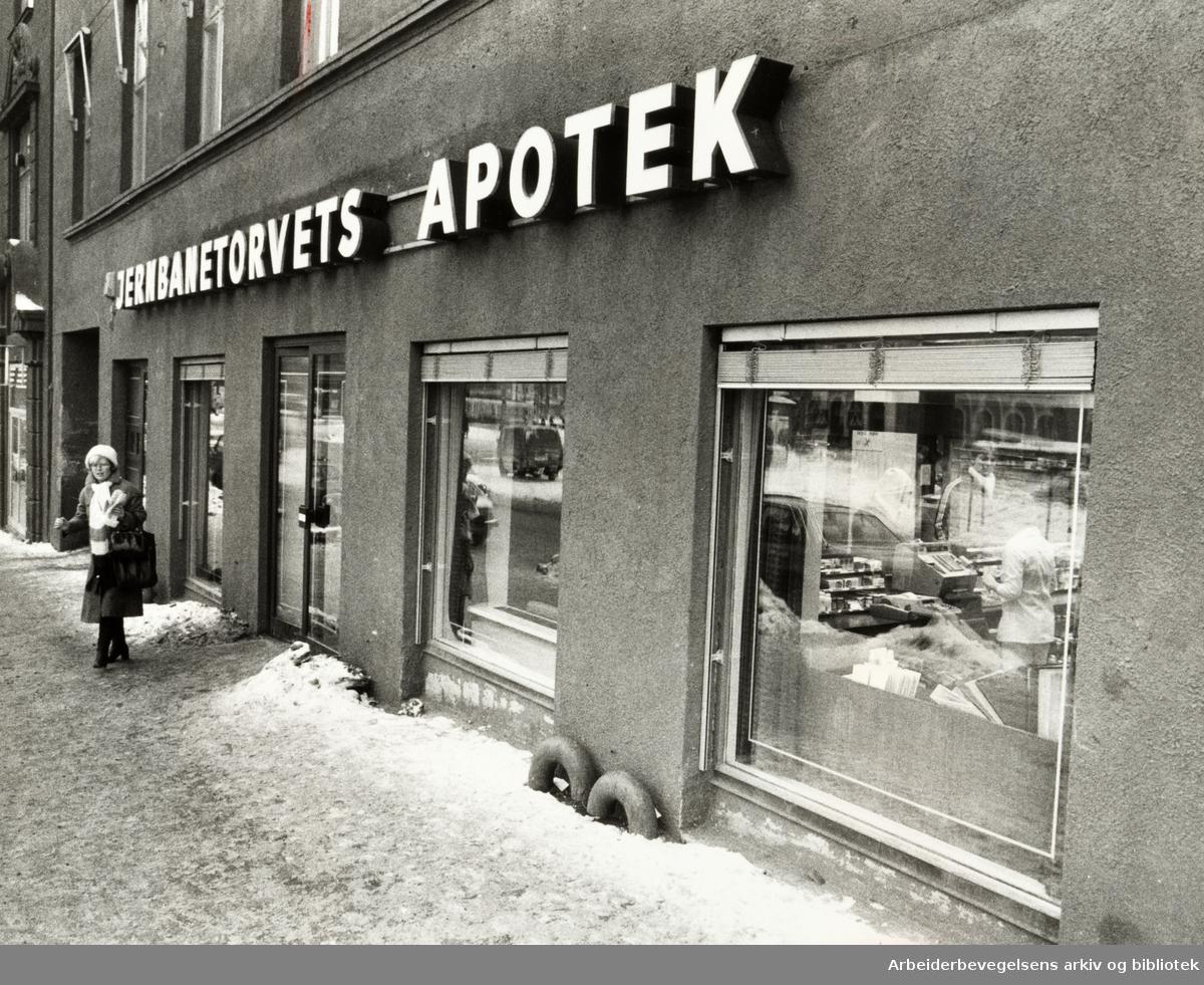 Jernbanetorgets apotek. Januar 1982