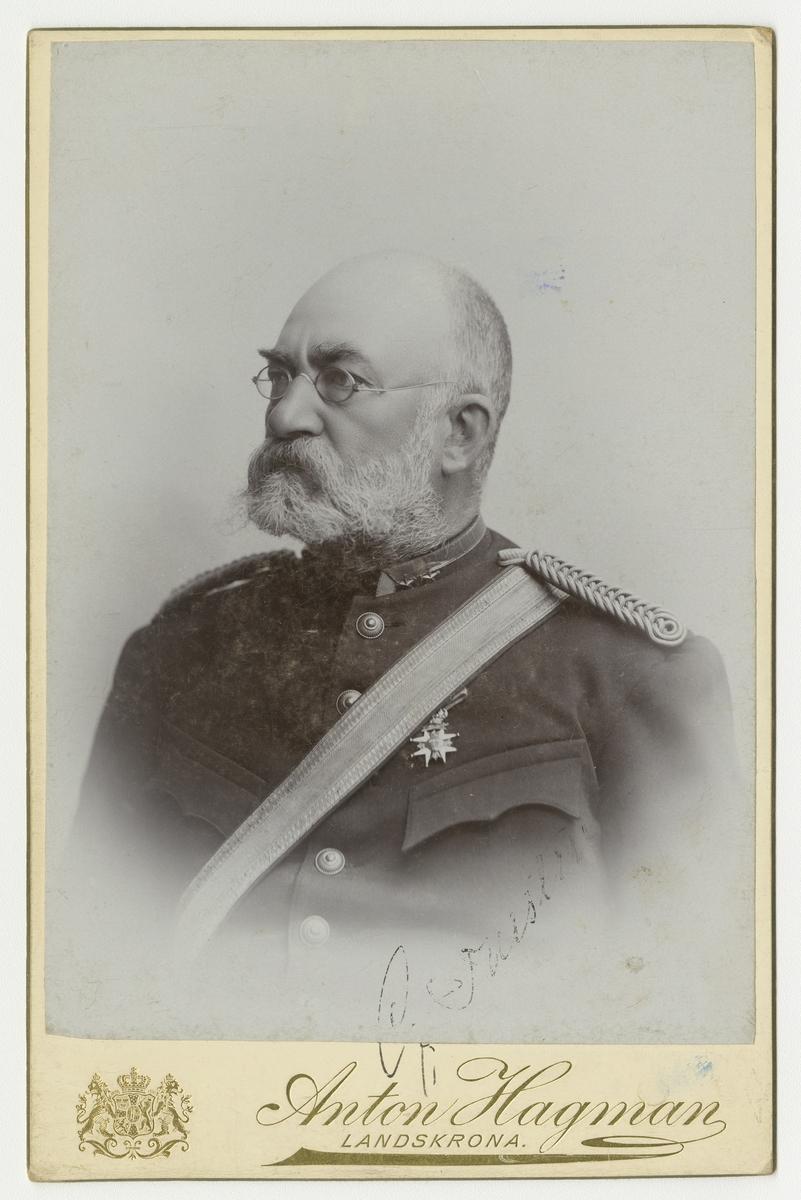 Porträtt av Gustaf Henrik Napoleon Thestrup, överstelöjtnant vid Wendes artilleriregemente A 3.  Se även bild AMA.0009113.