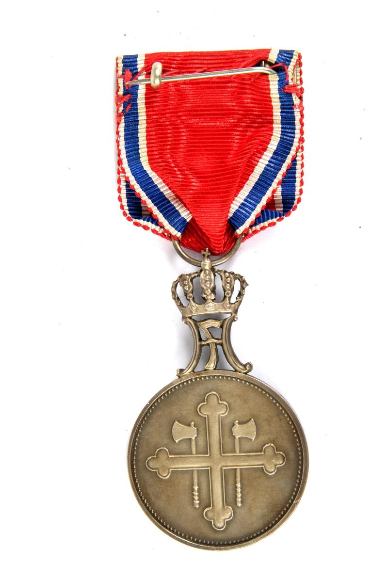 St. Olavs Medaljen med Ekegren tildelt Sverre K. Andersen 5. August 1944, for personlig innsats for Norge under andre verdenskrig.