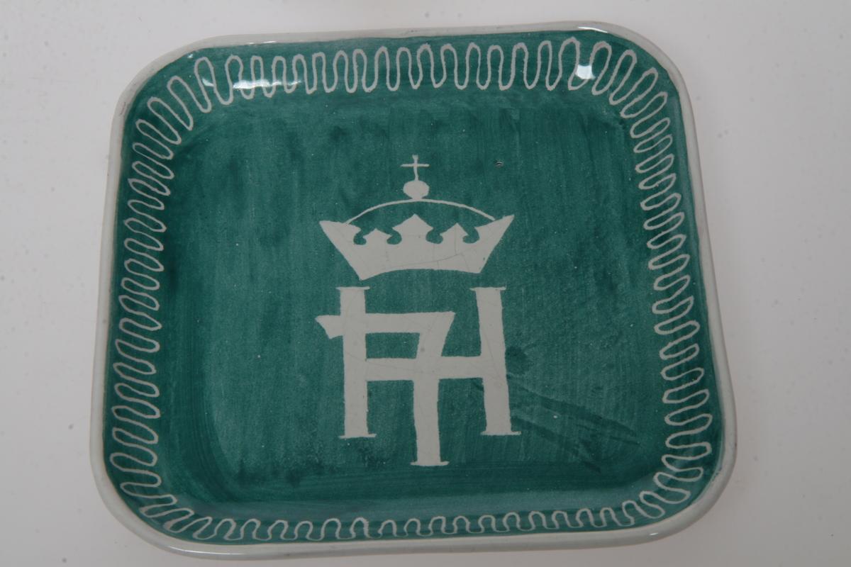 Håkon 7's kronede monogram.