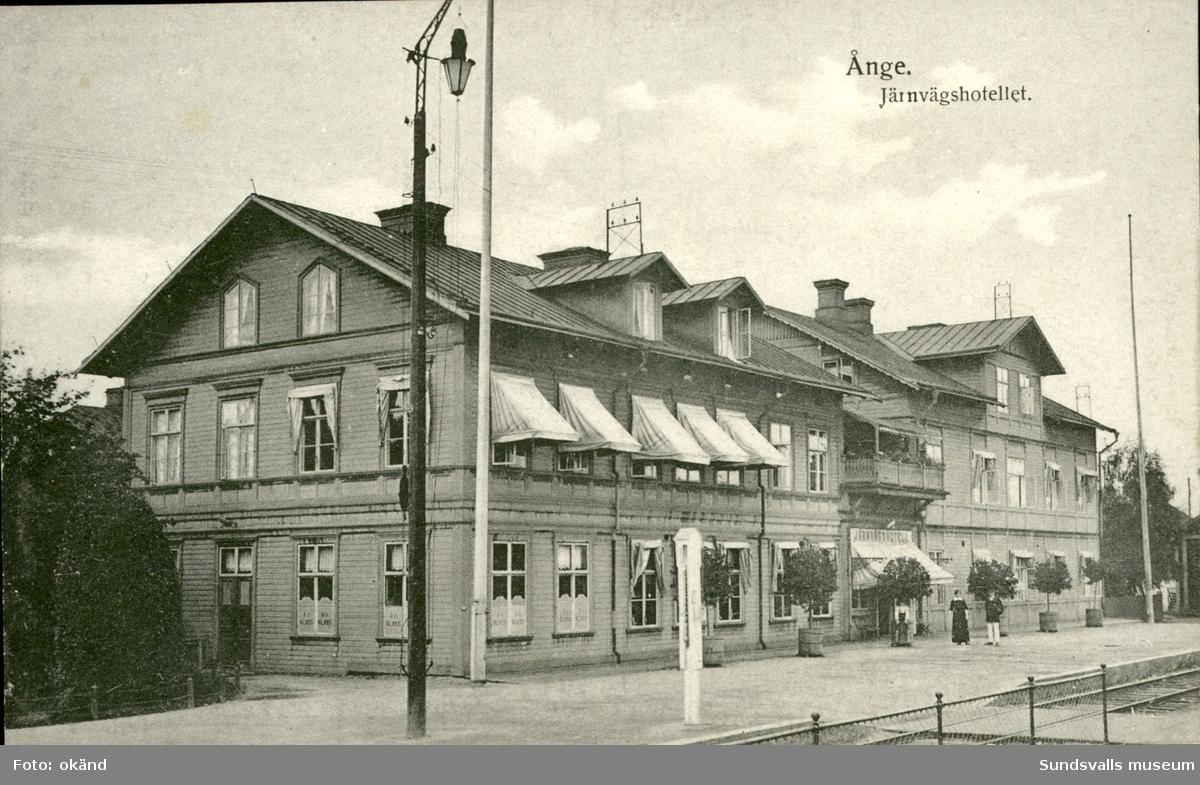 Vykort med motiv på Järnvägshotellet i Ånge.