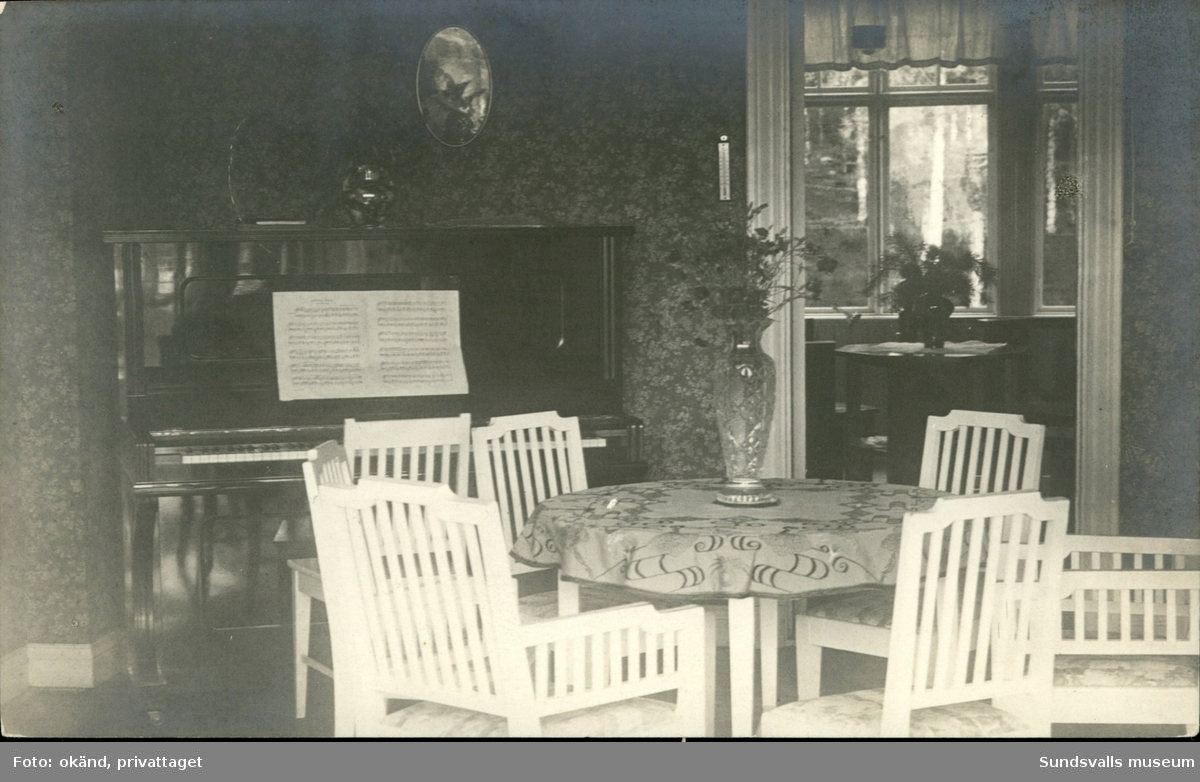 Vykort med motiv över interiören i villa Fridhem i Stöde.