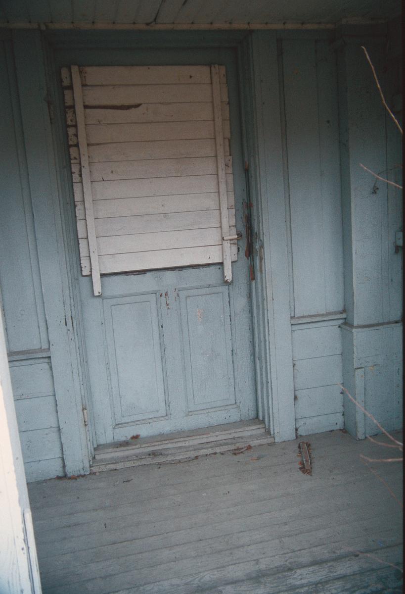 Lillehammer.  Vingrom.  Frydenlund lærerbolig, som ble revet.  Nærbilde av inngangsdøra fra vestsida.